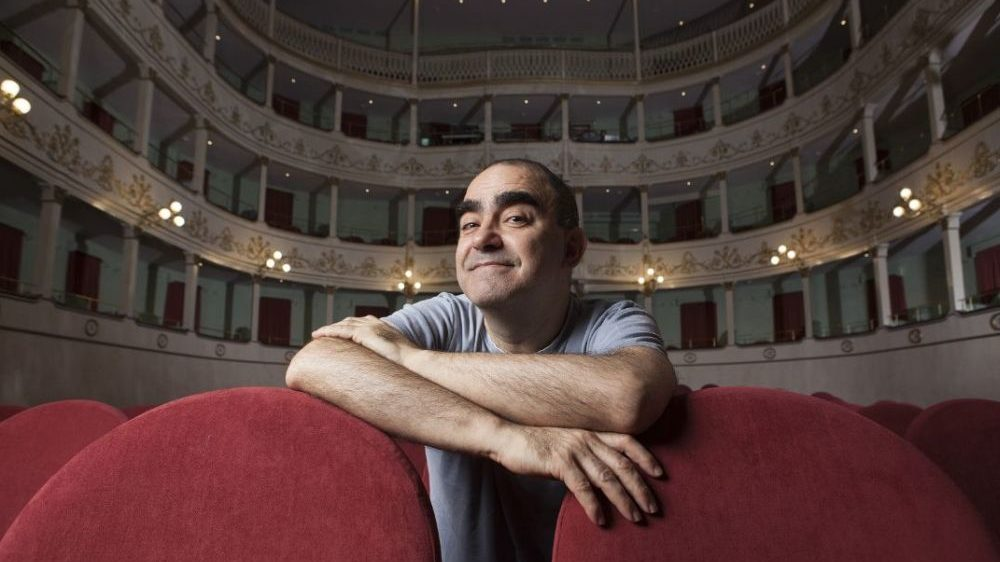 Lunedì a Tortona al via la stagione teatrale con Elio in anteprima nazionale