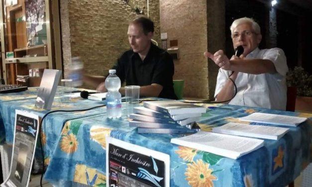 """Angelo Bottiroli ha chiuso la rassegna letteraria """"Mare d'inchiostro"""" col libro """"Storie"""""""