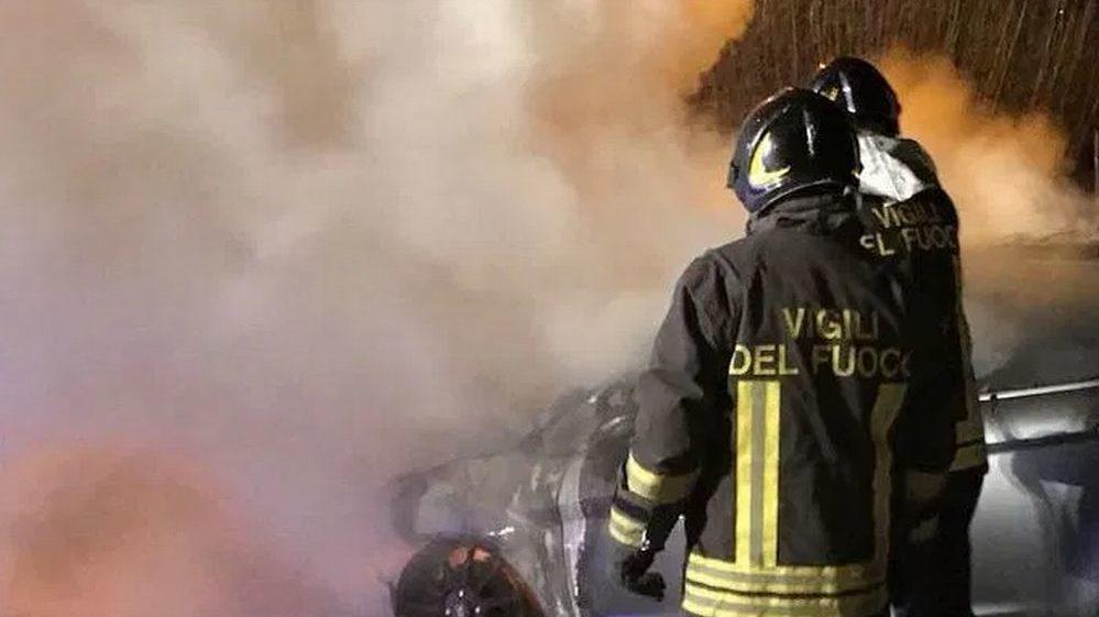 Oscuro episodio a Garbagna per un'auto a fuoco nella notte in un cortile. Matrice dolosa?