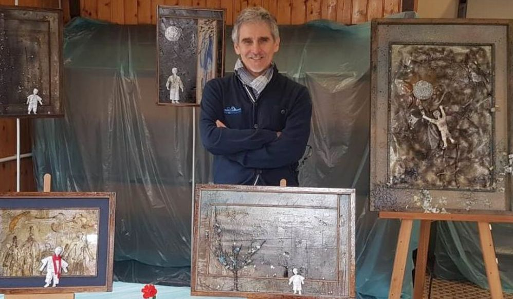 Domenica a Voghera chiude la mostra del tortonese Fabrizio Falchetto e dell'omino di carta