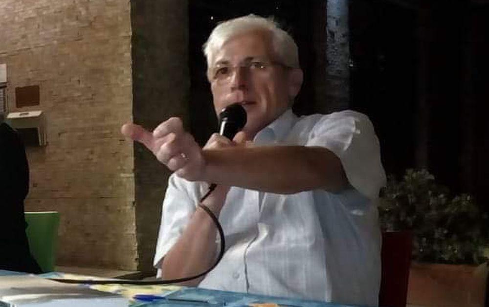 """Venerdì a Tortona Angelo Bottiroli spiega come vengono raccolte le notizie e presenta il suo libro """"Storie"""""""