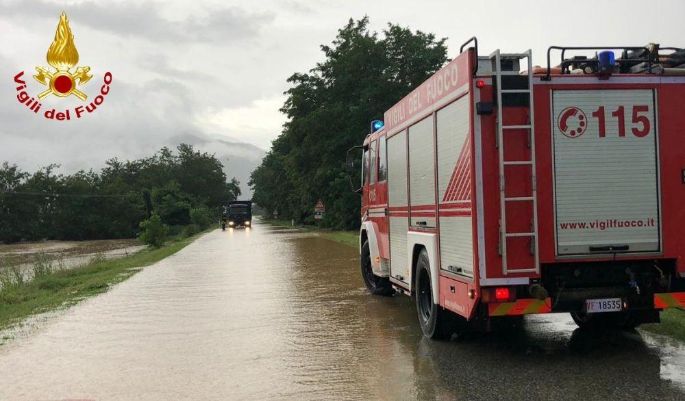 """Maltempo, casa allagata a Villaromagnano e diverse cantine """"a bagno"""" ma i pompieri evitano il peggio"""