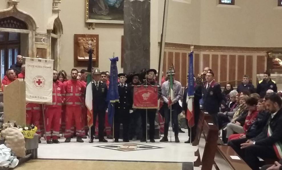 I marinai di Tortona e tante autorità alla messa per i tre vigili del fuoco morti a Quargnento