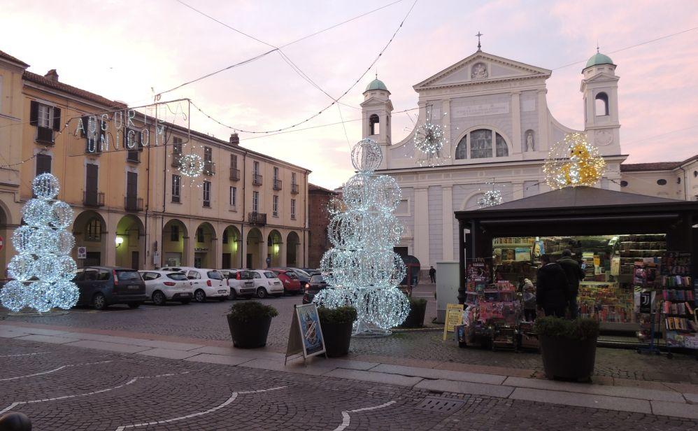 Primo sabato natalizio a Tortona con tanta gente e manifestazioni. Le immagini del successo