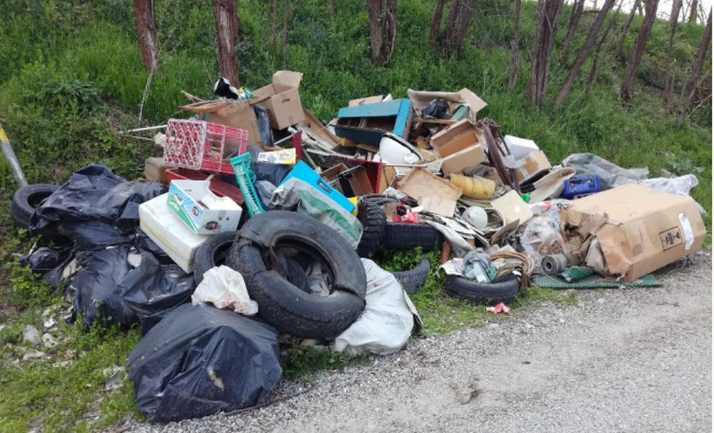 La scure della Polizia municipale di Casale Monferrato contro chi abbandona rifiuti