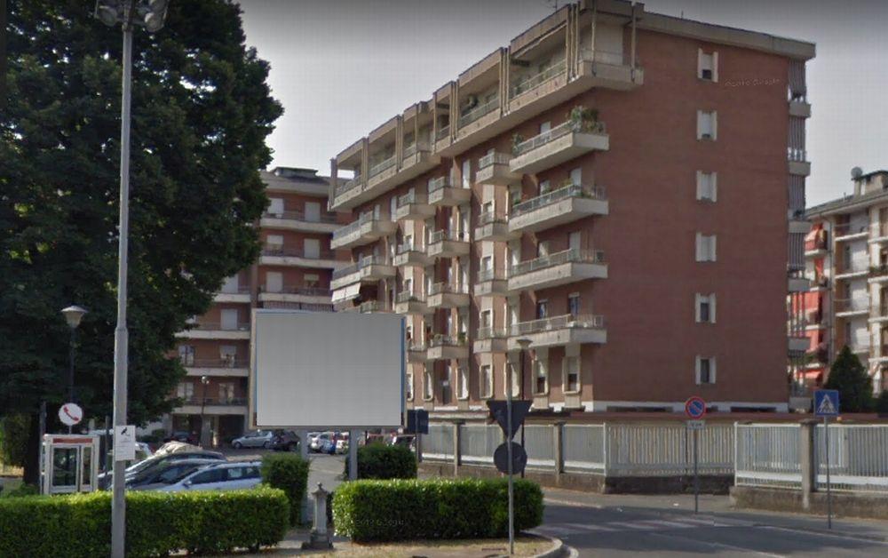 Brucia un appartamento in piazzale Porta Ticinese a Tortona, i pompieri salvano due uomini e un cane