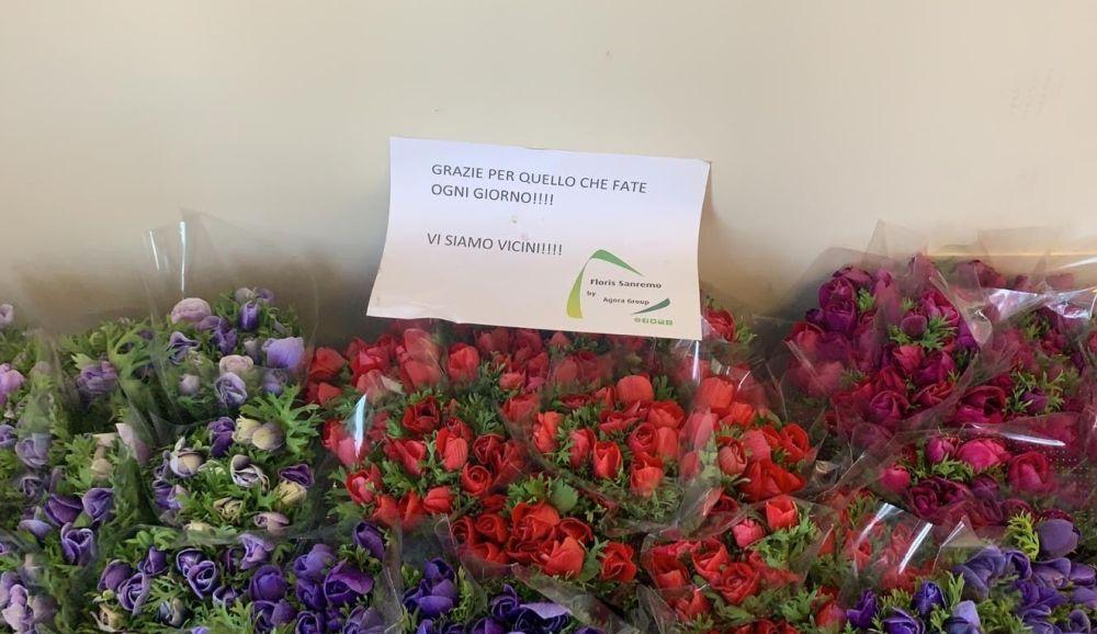 """Fiori in omaggio all'ospedale di Sanremo. I sanitari: """"Accompagneranno la sepoltura dei nostri pazienti"""""""
