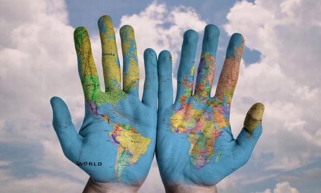 Bambini di Tortona, domani colorate i balconi di Blu per la grande iniziativa del Comune