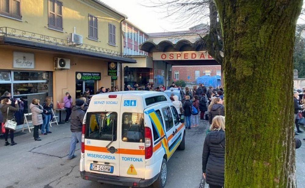 Bel gesto di una panetteria di Tortona in soccorso delle forze dell'ordine davanti all'ospedale in questi giorni