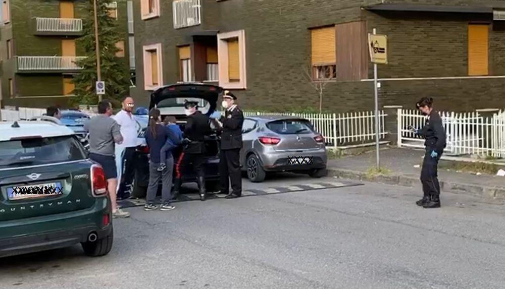A Tortona un bimbo di tre anni scappa da casa, i Carabinieri intervengono e lo ritrovano dopo 15 minuti. Le immagini