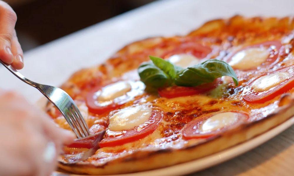 La pizza perde la metà delle vendite, Contraccolpi da lockdown anche per Sardenaira ligure e Focaccia di Recco IGP