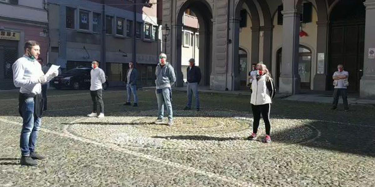 """Pacifica e ferma protesta oggi a Tortona del Movimento delle """"Mascherine tricolori"""" sceso in piazza per difendere gli italiani e il Commercio"""