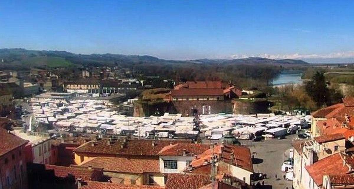 Domani a Casale torna il tradizionale mercato: divieto di sosta su tutta piazza Castello dalle 6 alle 16