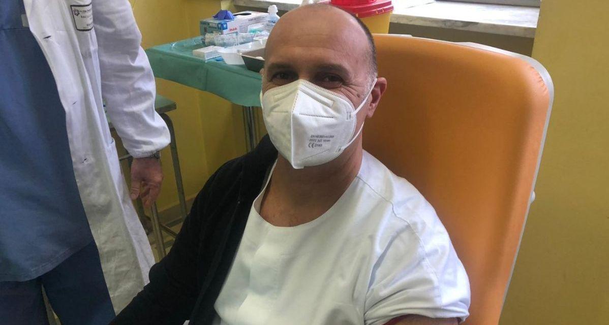 Ad Alessandria 90 persone già state vaccinate contro il Coivid: Maurizio Scialla il primo