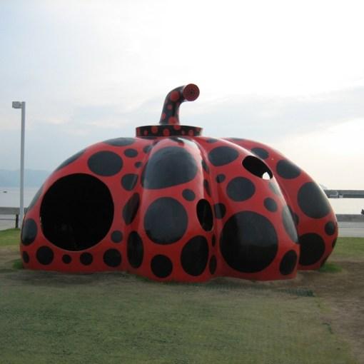 Red Pumpkin de Yayoi Kusama sur Naoshima