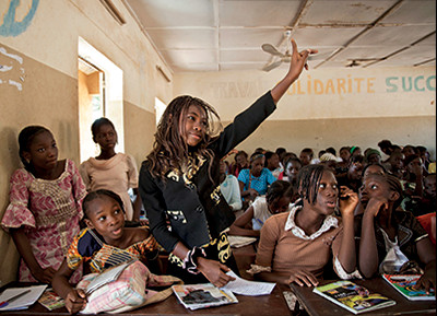 She has something to say! A student raises her hand at a public school in Taliko Neighbourhood, Bamako. Education and human rights education is central to nurturing democratic spaces and contributing to an enabling environment. © UN Photo/Marco Dormino