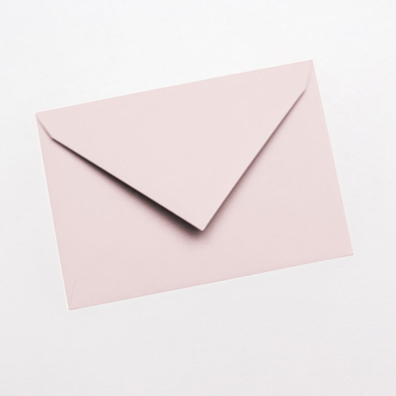 gekleurde enveloppen blush