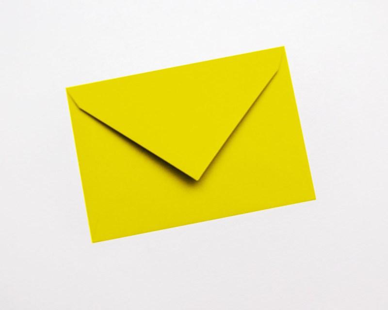 gekleurde enveloppen geel kanariegeel felgeel citroen geel