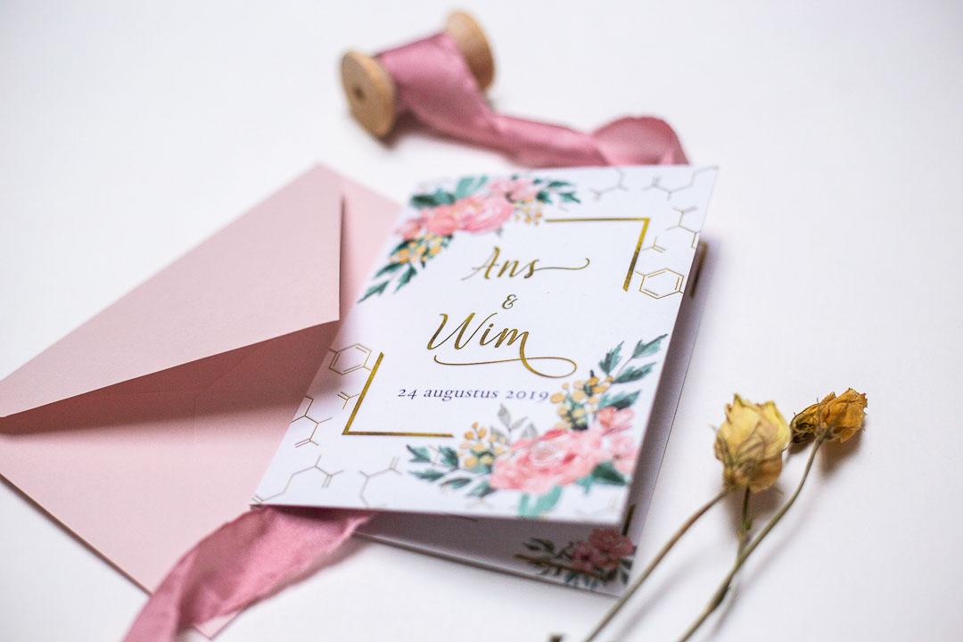 trouwkaart trouwuitnodiging huwelijksuitndoging bloemen roze rozen Oh Deer Design
