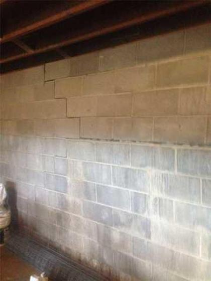 Block wall with cracking
