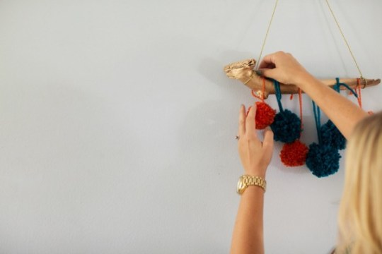 DIY pom mobile | ohlovelyday.com