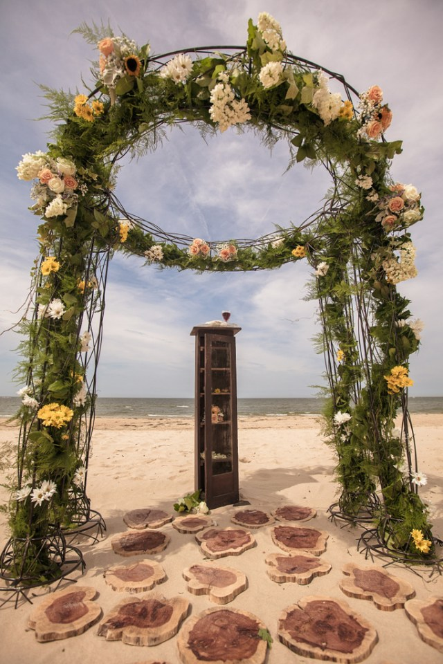 Vintage Beach Wedding | Hayne Photographers & Antonia Christianson Events | Oh Lovely Day