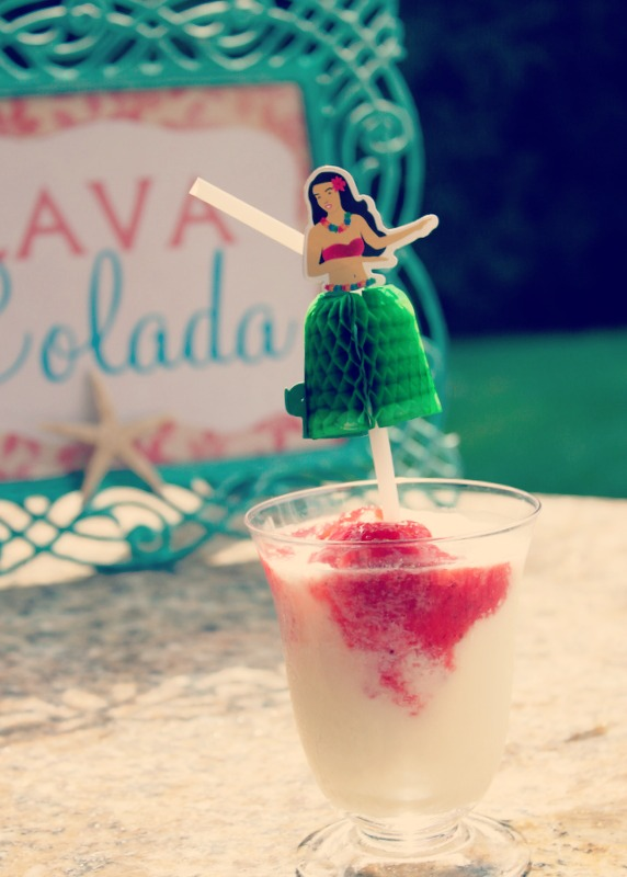 This Lava Colada Luau Party Drink is a tasty and festive summer drink. Also know as the Lava Flow that is popular in Hawaii  |  OHMY-CREATIVE.COM