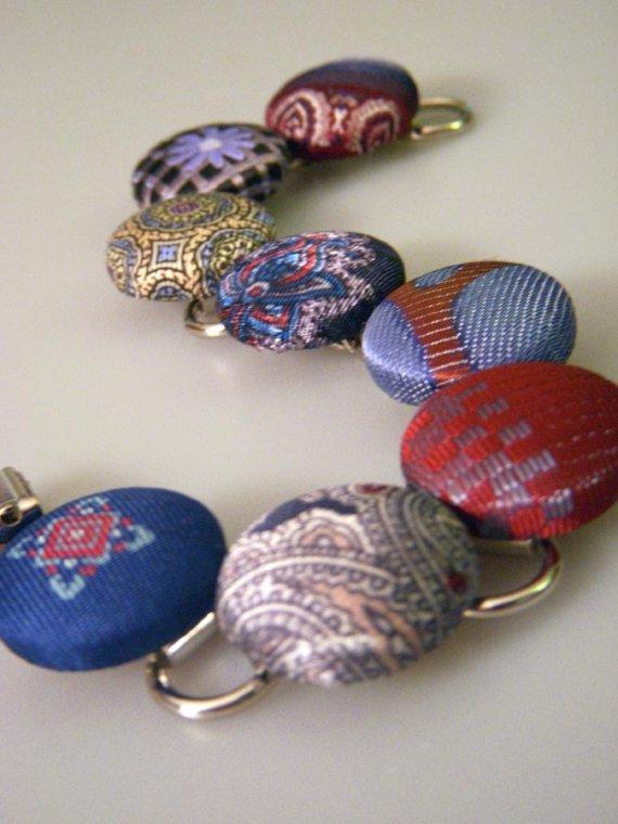 Necktie button bracelet