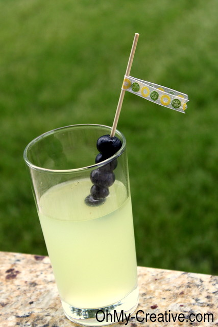 Blueberry-lemonade-cocktail-drink OhMy-Creative.com