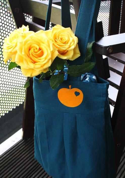 Pleated-tote-bag-petrol-orange-yellow
