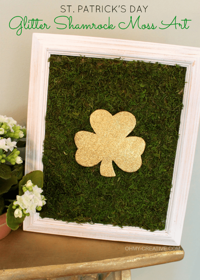 St. Patrick's Day Glitter Shamrock Moss Art | OHMY-CREATIVE.COM | St Patricks Day Crafts | Glitter | Moss Craft | Moss Frame | Shamrock | St Patrick's Day Crafts | St Patricks Day Decorations