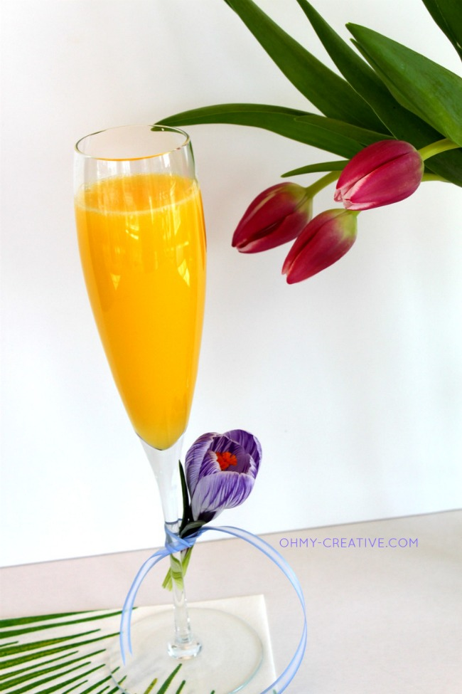 Serve a Non Alcoholic Mimosa Mocktail for a baby shower  |  OHMY-CREATIVE.COM