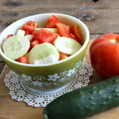 Easy Tomato Cucumber and Onion Salad