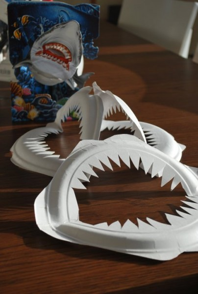 paper-plate-shark-teeth