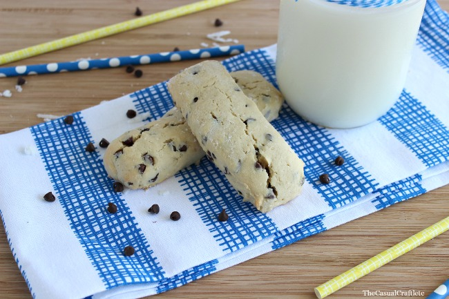 Chocolate Chip Cookie Dunkers - OHMY-CREATIVE.COM | Cookie Dunker | Homemade Chocolate Chip Cookie Recipe | Chocolate Chip Cookies | Perfect Chocolate Chip Cookies