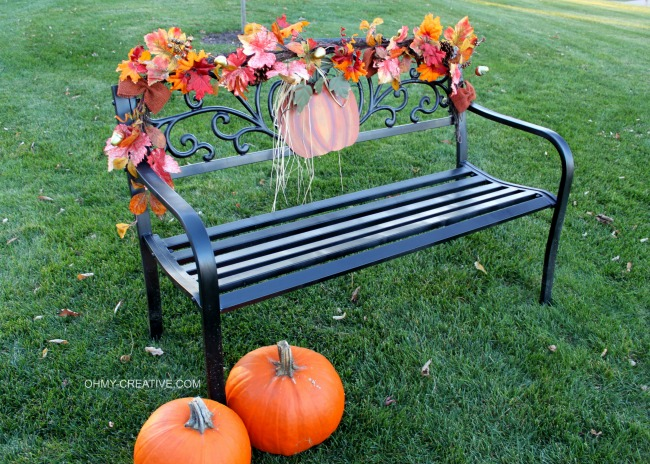 Easy to Decorate a Fall Outdoor Bench | OHMY-CREATIVE.COM