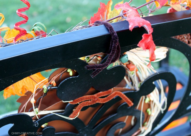 Easy to Decorate a Fall Outdoor Bench using pipe cleaners | OHMY-CREATIVE.COM