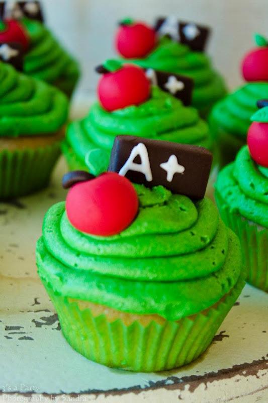 School Graduation Cupcakes With Apple