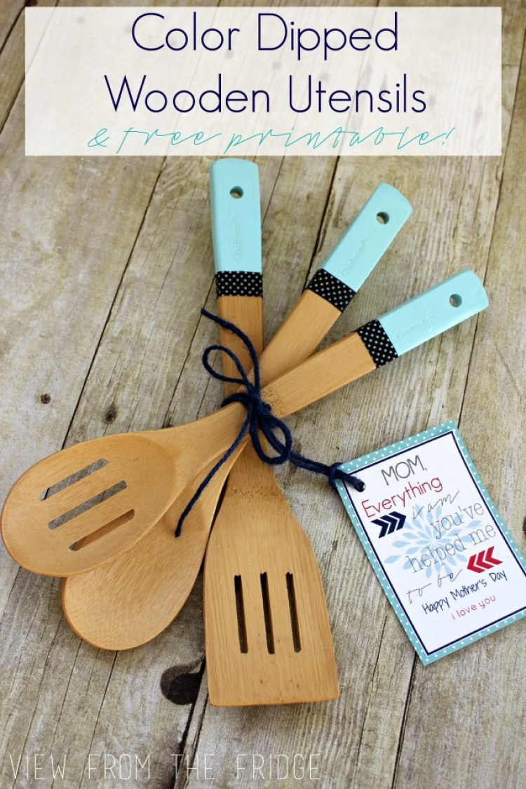 DIY Color Dipped Wooden Utensils plus FREE Printable Mother's Day Gift Tag!