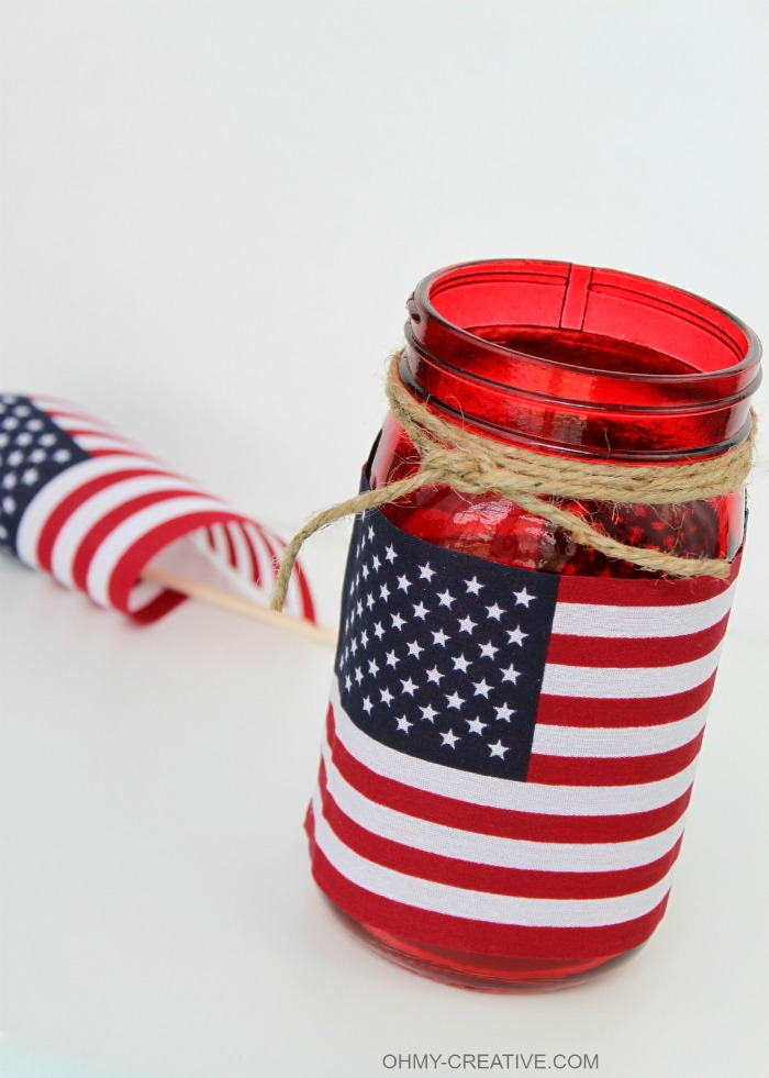 This Patriotic Flag Mason Jar Candle Holder Craft took me minutes to make. Great for a last minute patriotic party or picnic decoration and I love that it can also hold a bouquet of flowers…so many uses!   OHMY-CREATIVE.COM