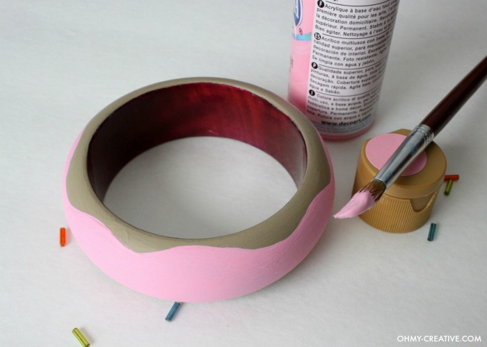 Fun DIY Donut Bracelet - dress it up or dress it down! It's a perfect  whimsical accessory!     OHMY-CREATIVE.COM