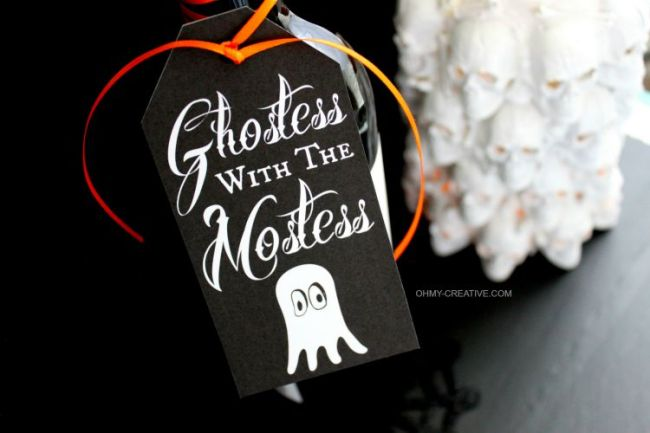 Use this Free Halloween Printable Gift Tag to attach to a bottle or gift bag for a Halloween party hostess gift…Ghostess with the Mostess | OHMY-CREATIVE.COM