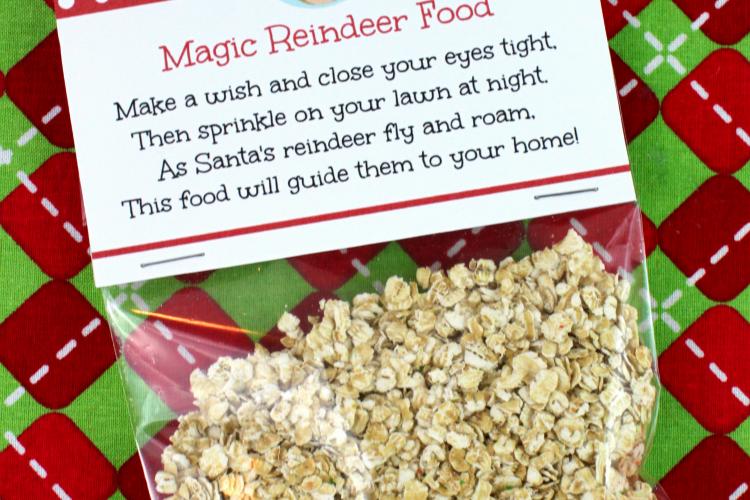 Help guide Santa's sleigh on Christmas Eve with this fun Magic Reindeer Food Recipe! Cool printable too!   OHMY-CREATIVE.COM