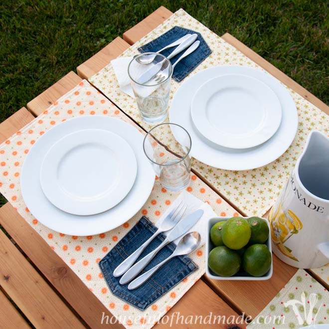 Easy to sew picnic placemats. Use an old jeans pocket for a napkin holder so it won't blow away! Housefulofhandmade.com