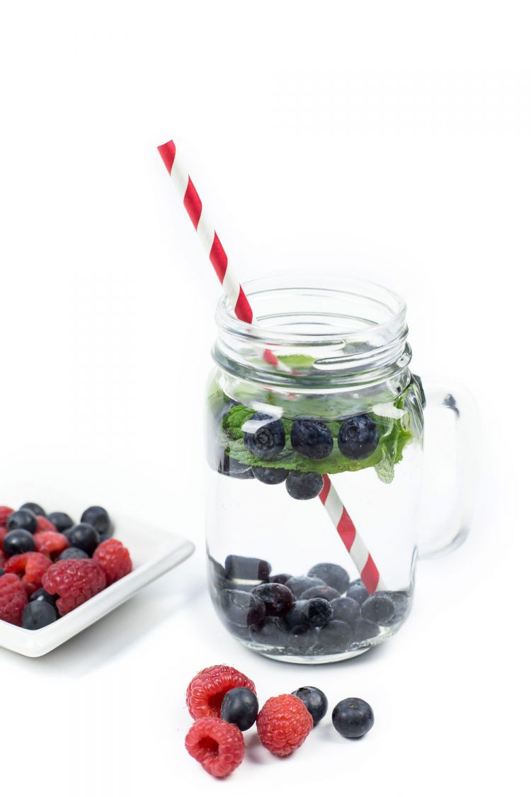 Berry & Mint Water Recipe - An easy and impressive non-alcoholic refreshing drink option. You will love this Fruit Infused Water! OHMY-CREATIVE.COM