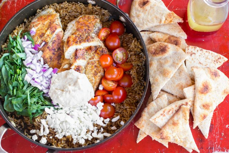 I absolutely love Mediterranean flavors like what's in this One Pot Greek Chicken and Rice recipe! Garden fresh tomatoes, humus and perfectly seasoned chicken topped with feta cheese will have the family asking for more Greek food! | OHMY-CREATIVE.COM
