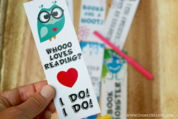 Owl bookmark that says Whooo loves reading? I do! I do!