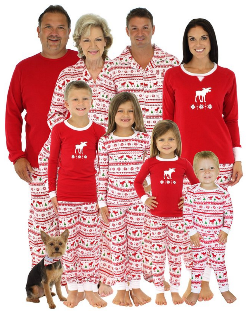 Create a memorable Christmas with these fun Family Christmas Pajamas. What a great Christmas Eve tradition! Perfect for family Christmas photos too! | OHMY-CREATIVE.COM