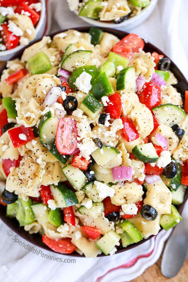 Greek Tortellini Salad | 30 Graduation Party Food Ideas | OHMY-CREATIVE.COM