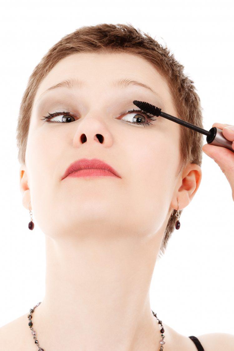 Anti-Aging Tips For Beautiful Skin   OHMY-CREATIVE.COM   anti aging skin care   anti aging products   skin care for 40's   skin care for 50's   aging skin care makeup   look younger   sunscreen   sun hats   skin peel   beauty tips   applying mascara